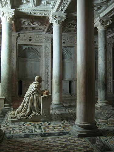 cripta-del-duomo-il-Cardinale-Oliviero-Carafa-Orante
